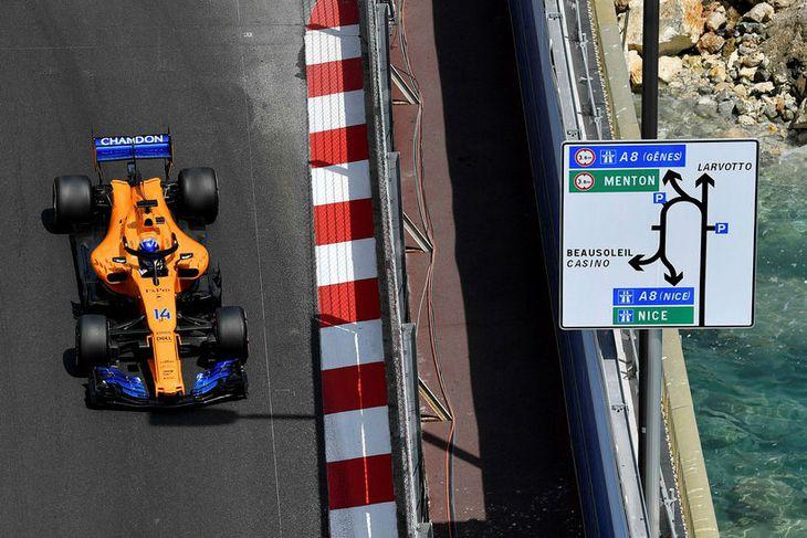 Fernando Alonso á leið til sjöunda sætis í tímatökunni í Mónakó.