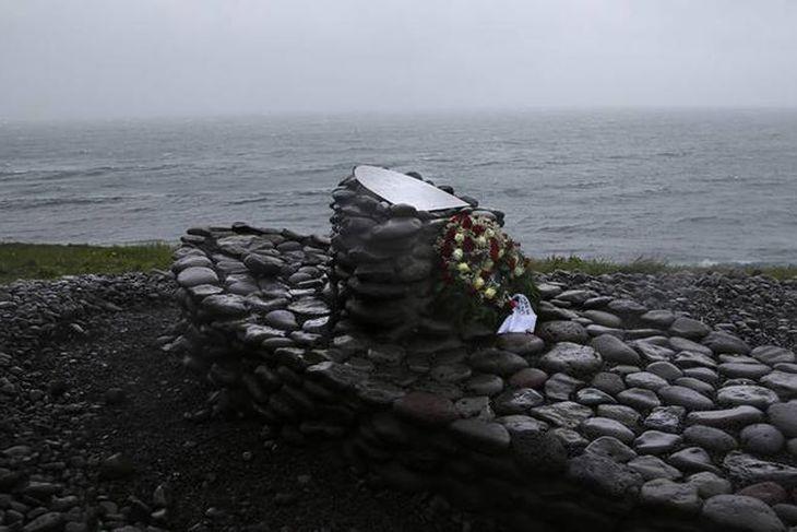 Minnismerkið stendur við Stigahlíð í Bolgunarvík.