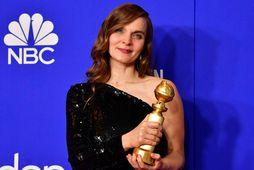 Hildur með Golden Globe-verðlaunin sem hún hlaut fyrir tónlist sína í kvikmyndinni Joker.
