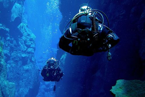 DIVE.IS - 5 star PADI Dive Center Iceland