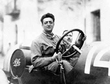 Enzo Ferrari á sínum yngri árum.