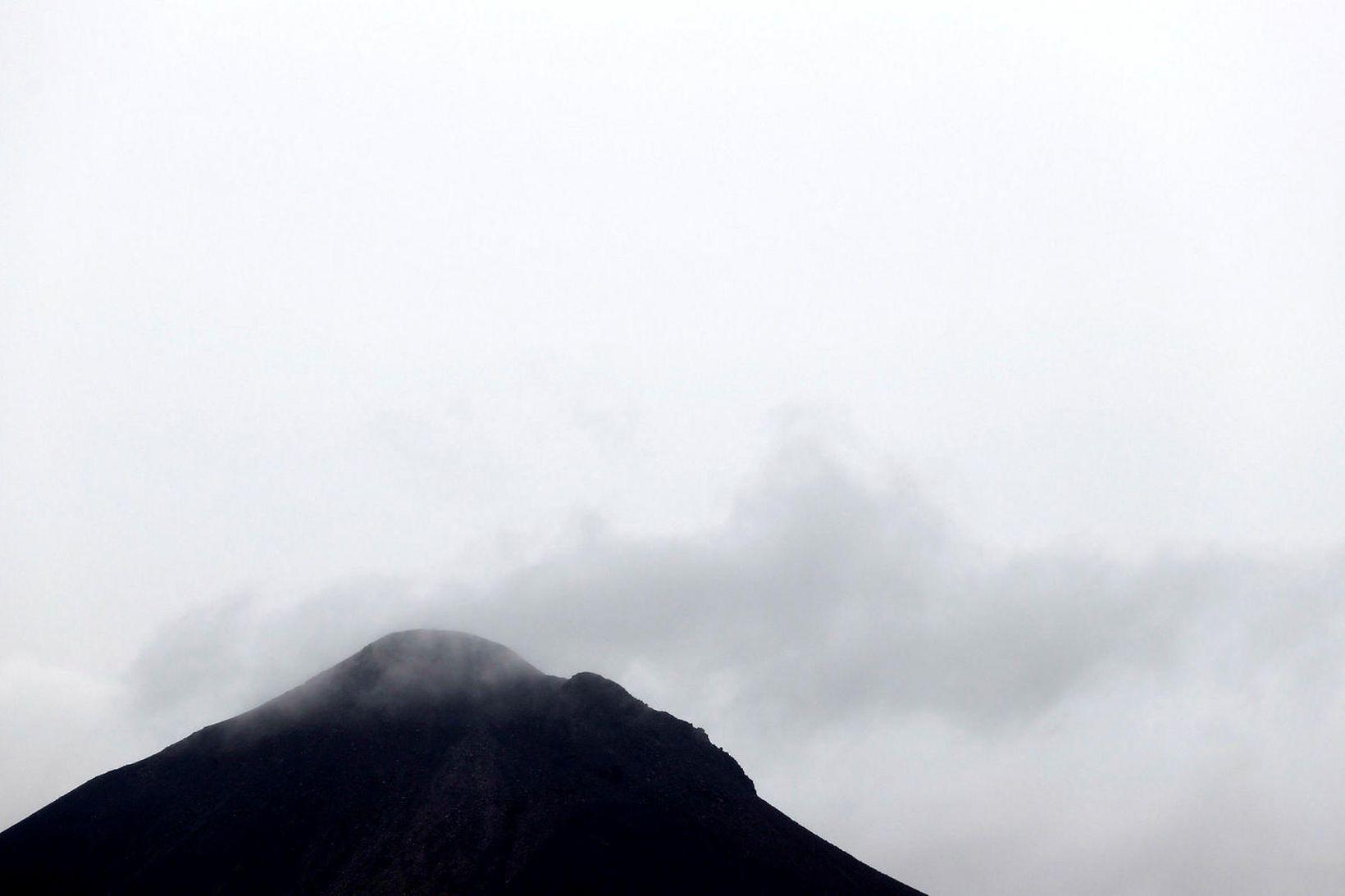 Jarðskjálftavirknin er mest í kringum Keili og Fagradalsfjall.