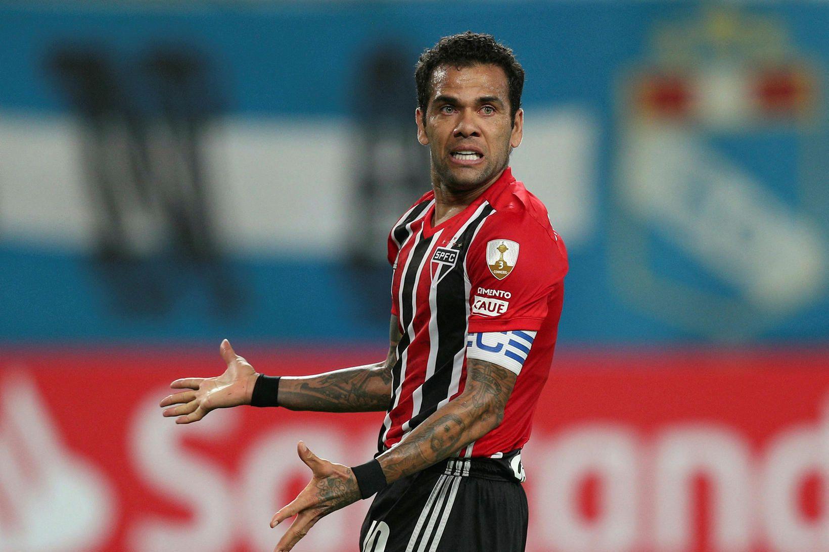 Dani Alves, hér í leik með Sao Paulo, er sigursælasti …