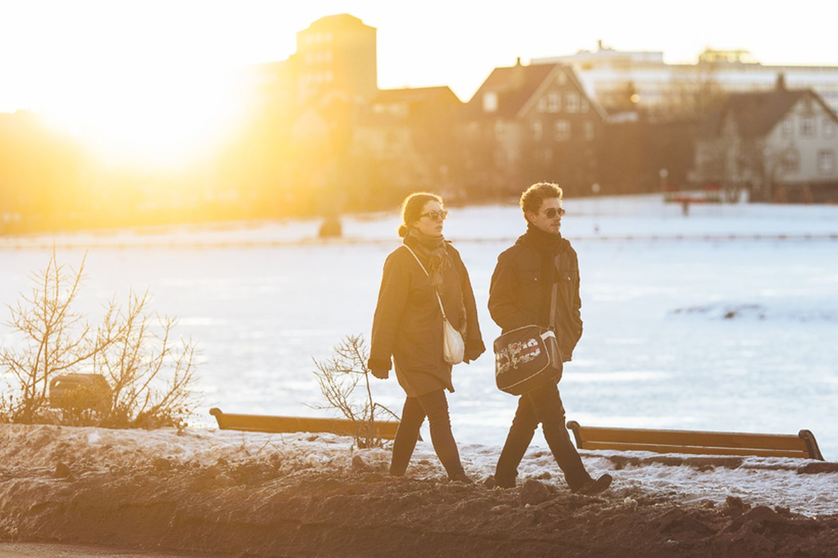 Sólgleraugu og sólarvörn er dagsskipun Veðurstofu Íslands.