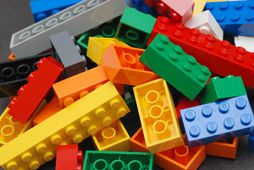 Leikfangaframleiðandinn Lego vinnur nú hart að því að framleiða sjálfbæra legokubba.
