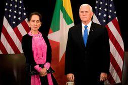 Mike Pence, varaforseti Bandaríkjanna, og Aung San Suu Kyi, leiðtogi Búrma.