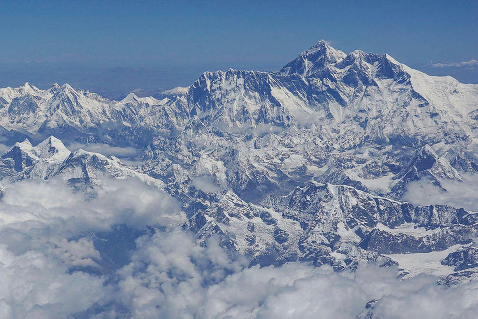 Fjölmargir hafa reynt að komast upp Everest-tindinn að undanförnu.