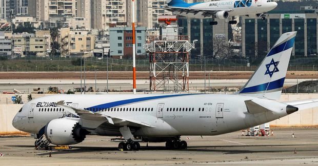 Í Tel Aviv. Dreamliner-þota El Al.