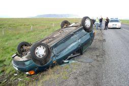 Harður árekstur varð á Skeiðavegi í dag.