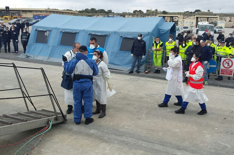 Coast guard ship Týr arrives in Pozzallo in Sicly today carrying 320 refugees