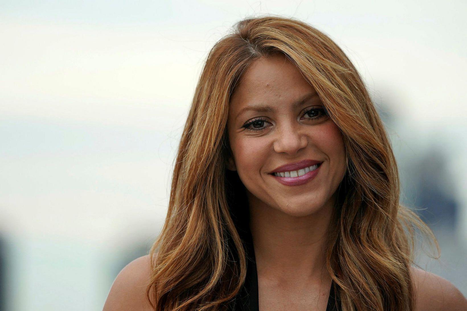 Sönkonan Shakira varð fyrir árás villisvína.
