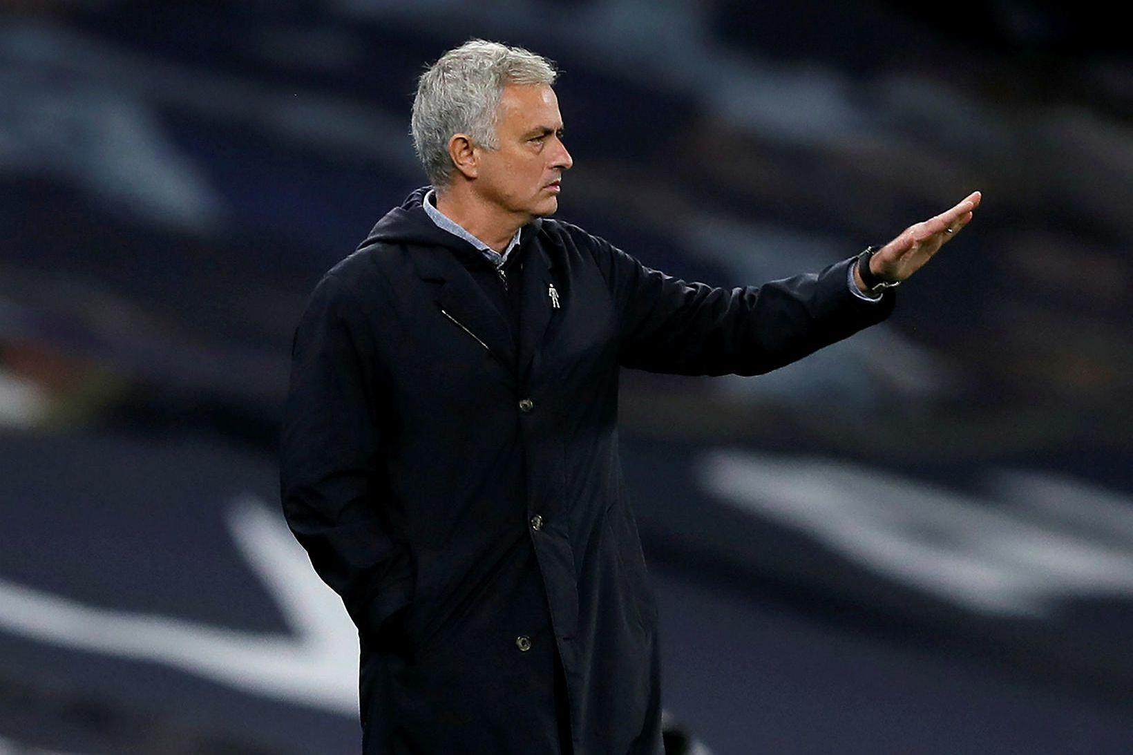 José Mourinho á hliðarlínunni.