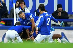 Leikmenn Everton fagna öðru marki Dominic Calvert-Lewin í leiknum.