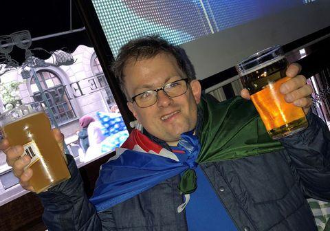 Vinningshafinn Björn Daníel Daníelsson var að sjálfsögðu ánægður með vinninginn.