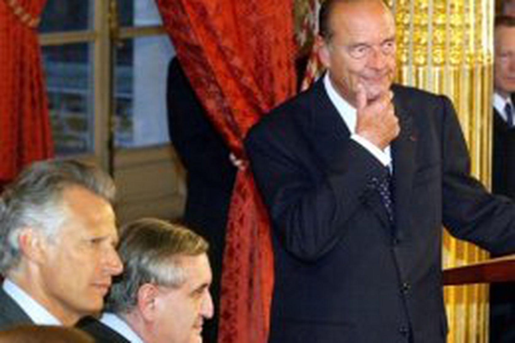 Dominique de Villepin, Jean-Pierre Raffarin og Jacques Chirac. Myndin var …