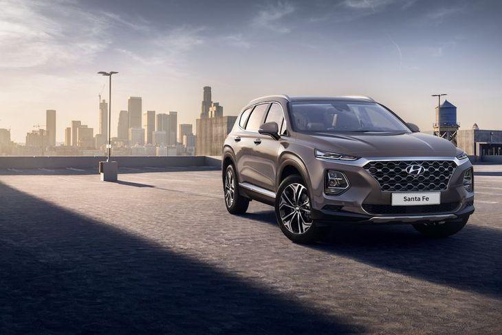 Hinn nýi Hyundai Santa Fe verður frekar kynntur síðar í mánuðinum og svo frumsýndur á ...