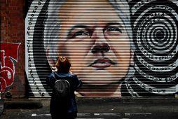 Mynd af Julian Assange í Melbourne í Ástralíu í gær eftir að úrskurðað var að …