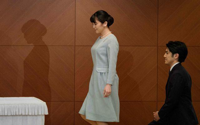 Mako og Kei giftu sig við lágstemmda athöfn á Grand Arc hótelinu í Tókíó, Japan …