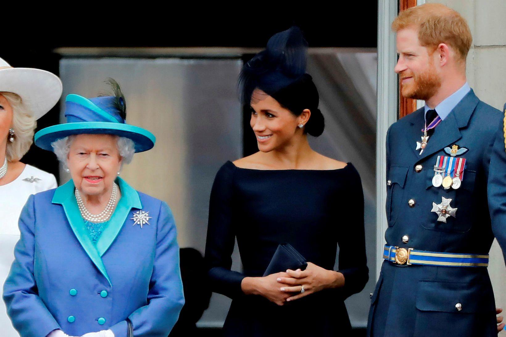 Drottningin segist, í yfirlýsingu sem hún sendir frá sér síðdegis …