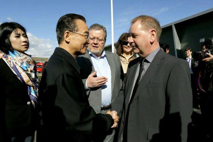 Wen Jiabao heilsar upp á Bjarna Bjarnason, forstjóra OR.