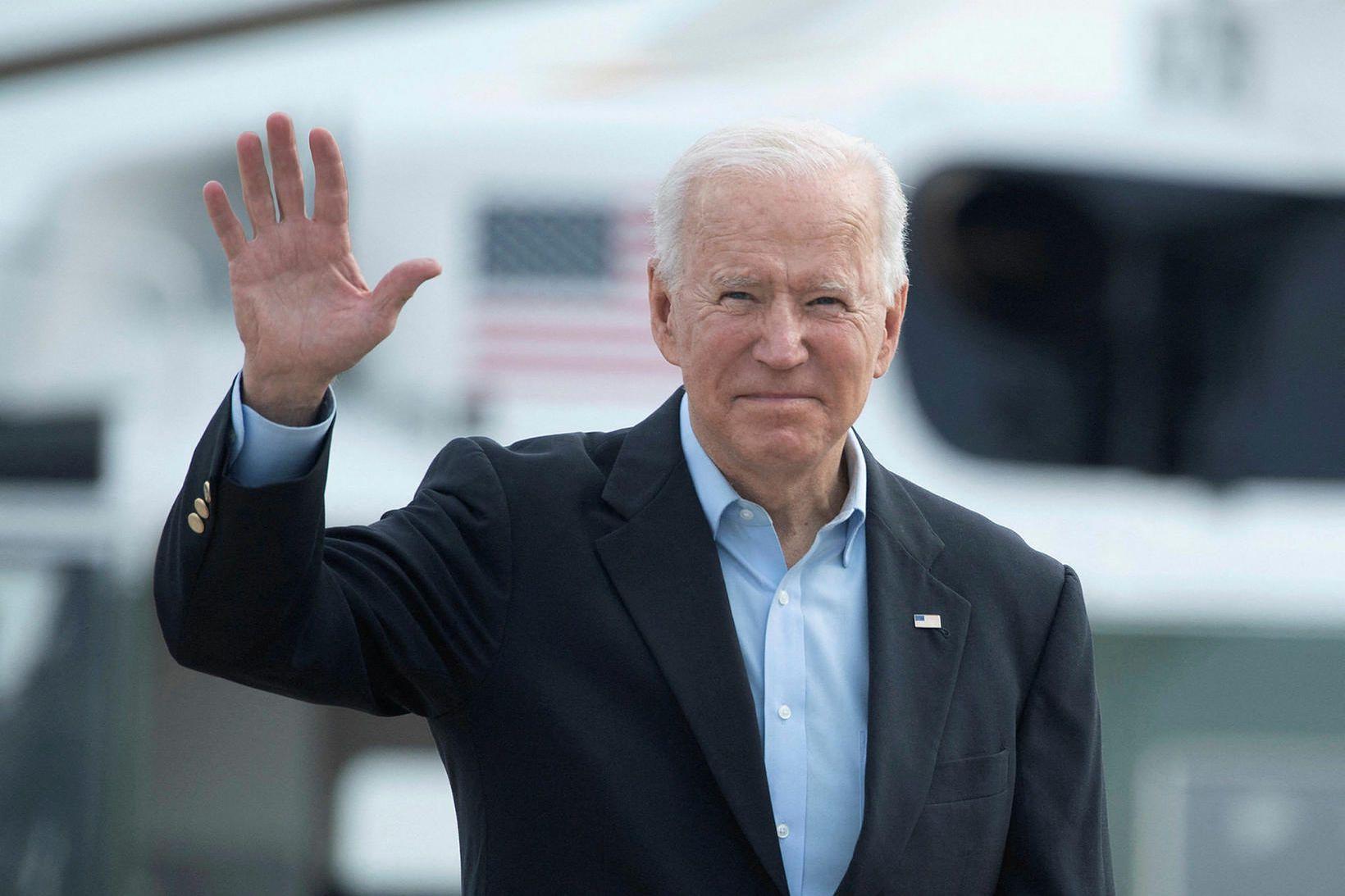 Joe Biden Bandaríkjaforseti hefur áhyggjur af skógareldum sem geisa víða …
