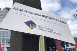 Þrír félagsmenn Félags íslenskra náttúrufræðinga hóta því að segja sig úr félaginu og telja að …