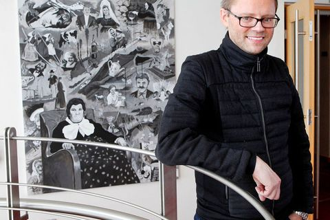 Skúli Gunnlaugsson has collected close to 700 paintings by Icelandic artists.
