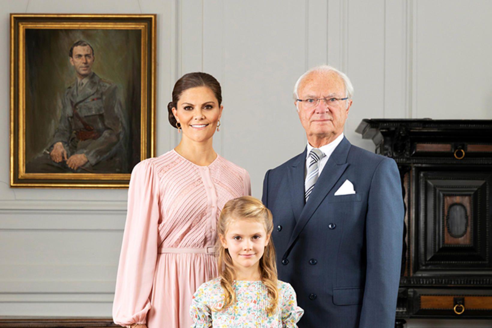 Estelle Svíaprinsessa var með móður sinni, Viktoríu krónprinsessu, og fjölskyldu …