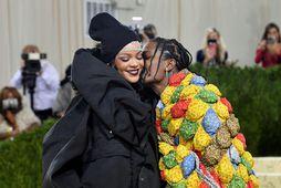 Rihanna og A$AP Rocky voru vel klædd á Met Gala.