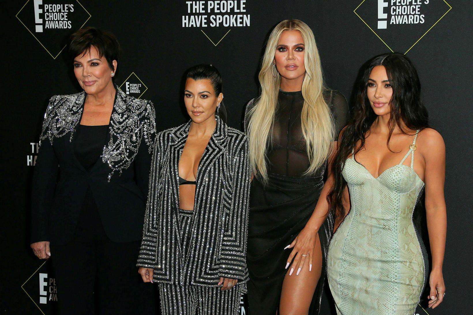 Kourtney, Khloé, Kim Kardashian hér ásamt móður þeirra Kris Jenner.