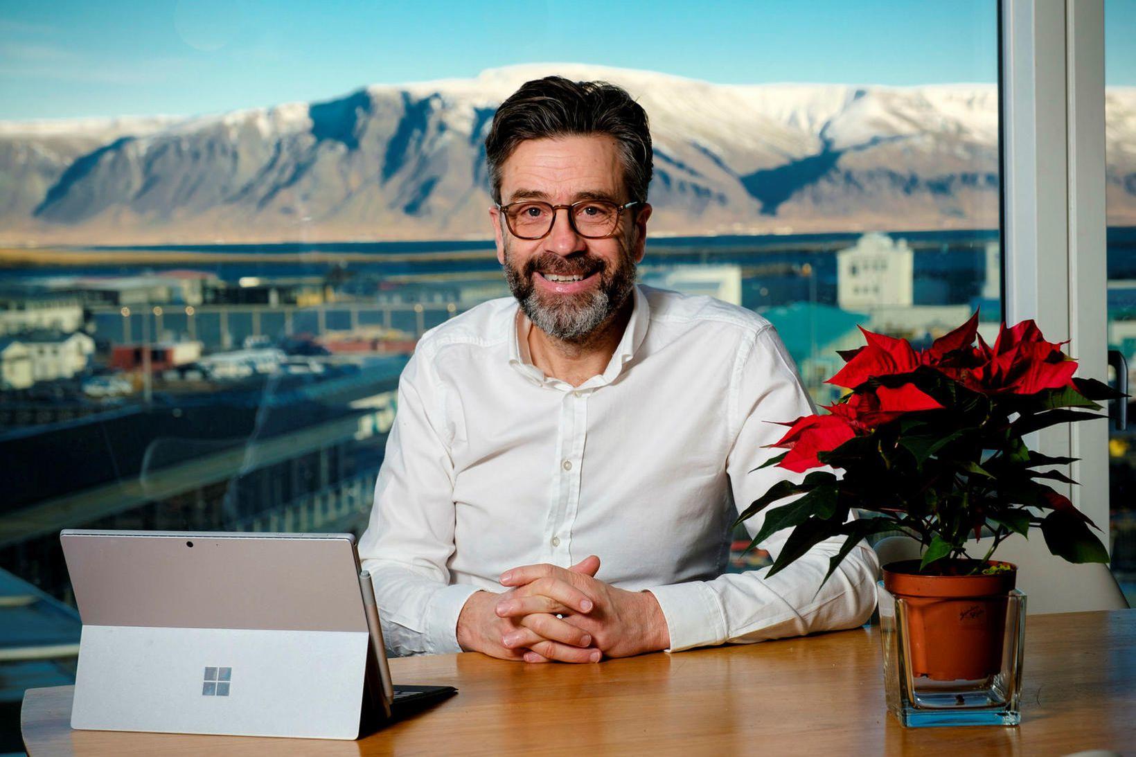 Pétur Einarsson.