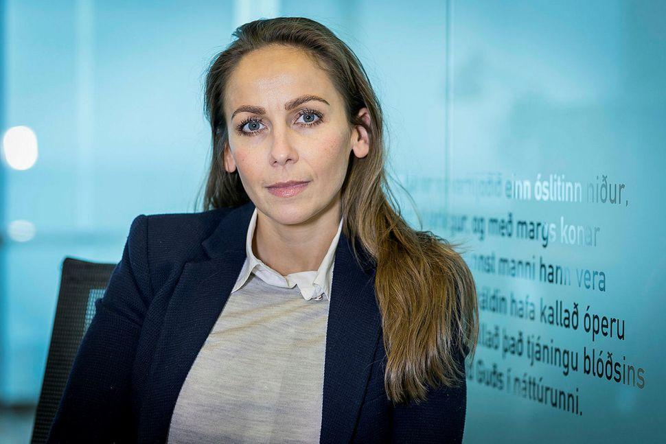 Heiðrún Lind Marteinsdóttir, framkvæmdastjóri SFS, skrifar undir yfirlýsinguna.