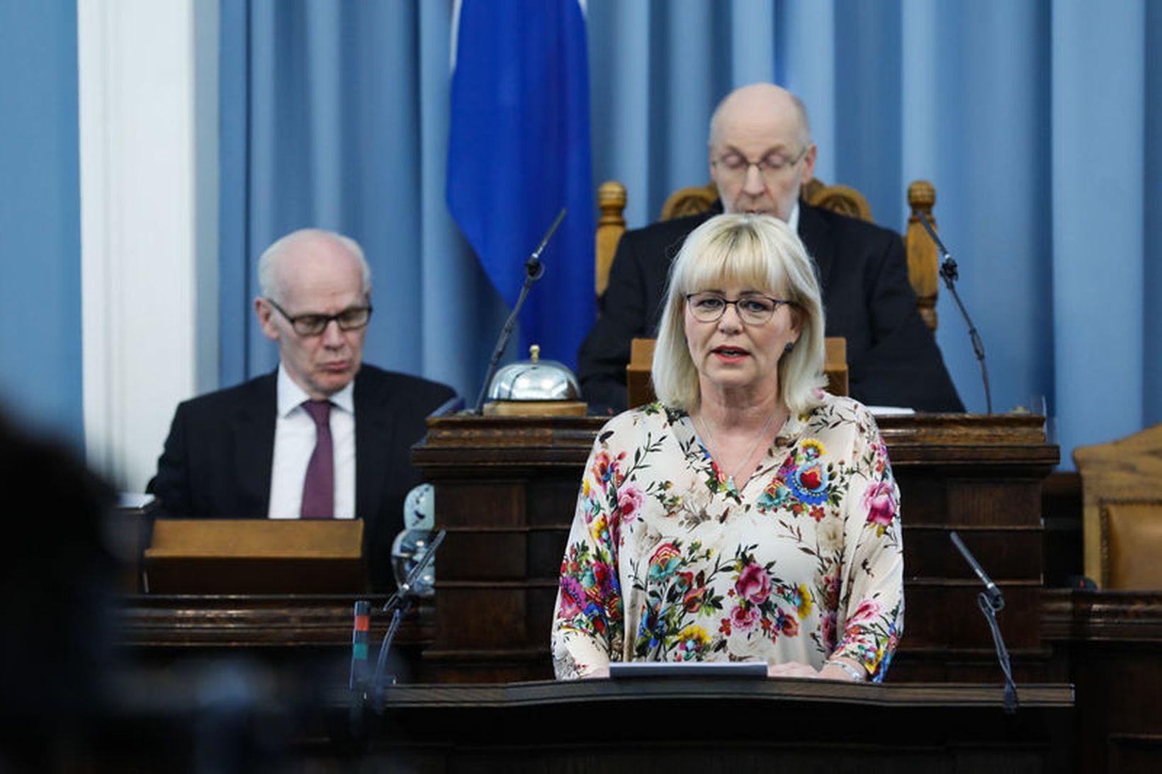 Málið snertir Oddnýju persónulega en móðir hennar greindist með brjóstakrabbamein …