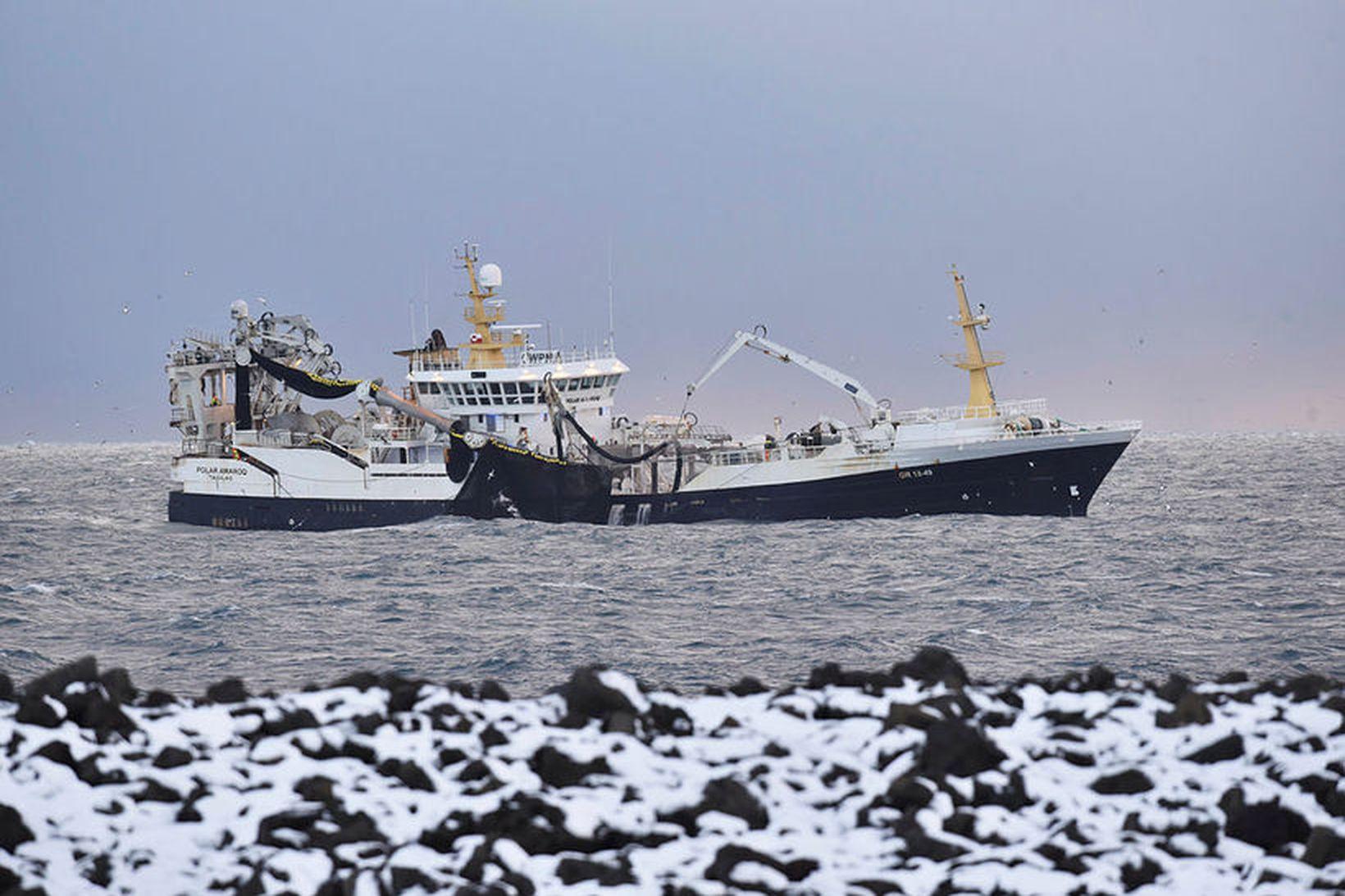Polar Amaroq var ásamt Ásgrími Halldórssyni að mælingum úti fyrir …
