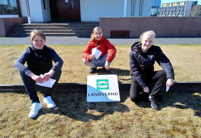 The students who produced the video: Axel Bjarkar Sigurjónsson, Hálfdán Helgi Matthíasson and Sölvi Bjartur Ingólfsson.