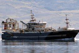 Beitir NK kemur með síldarfarm til Neskaupstaðar.