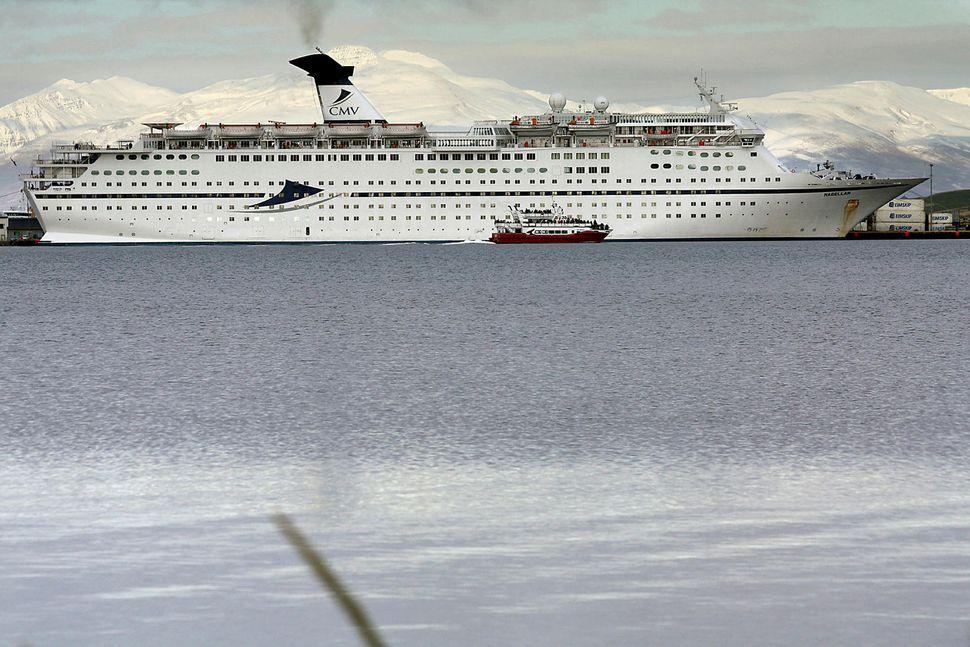 Magellan á Akureyri í gær.