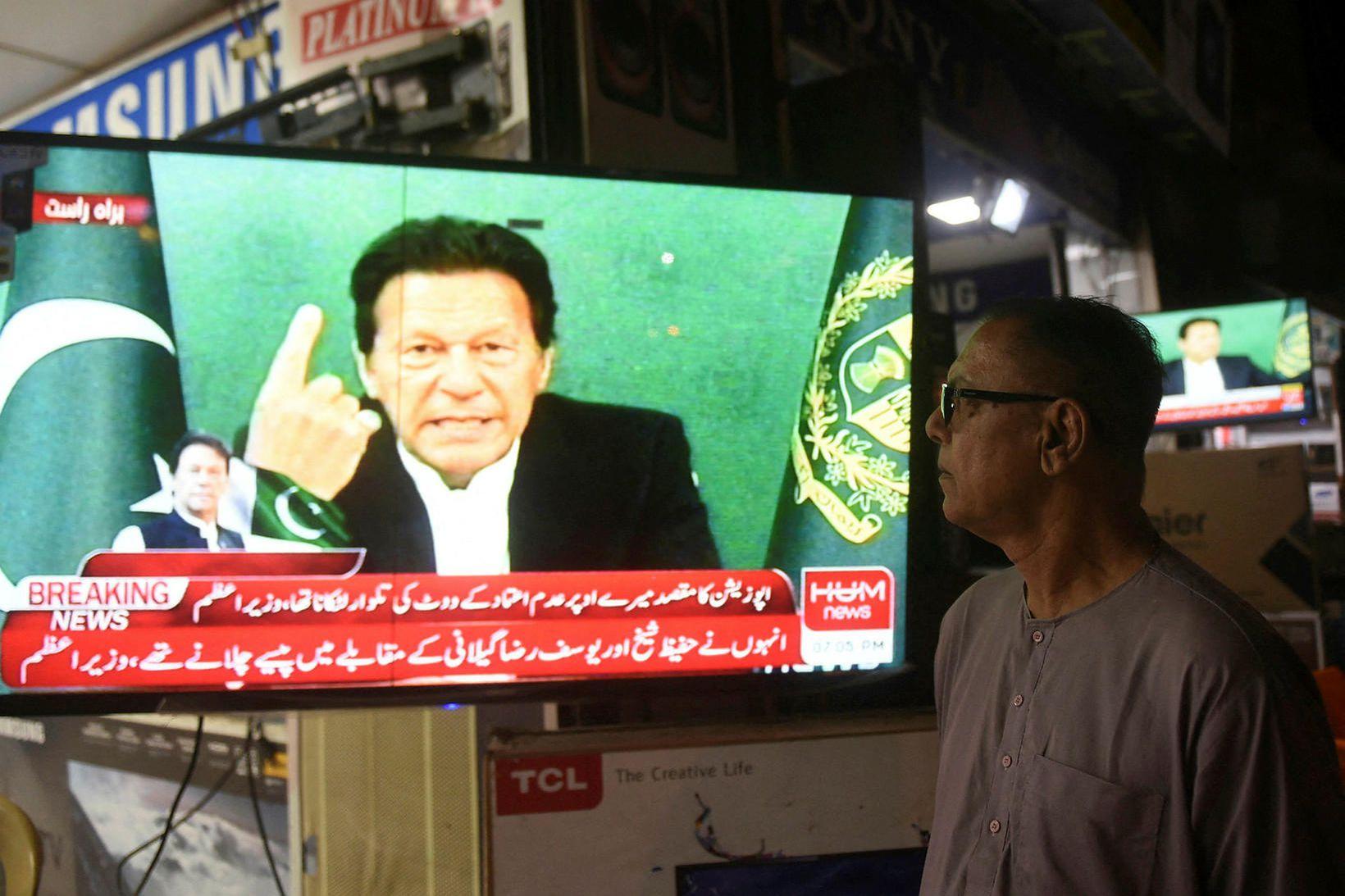Forsætisráðherra Pakistans, Imran Khan, sést hér ávarpa þjóð sína.