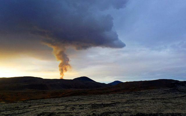 Hraunrennslið er nú aðeins 60-65% af því sem mældist lengst af í maí og júní. …