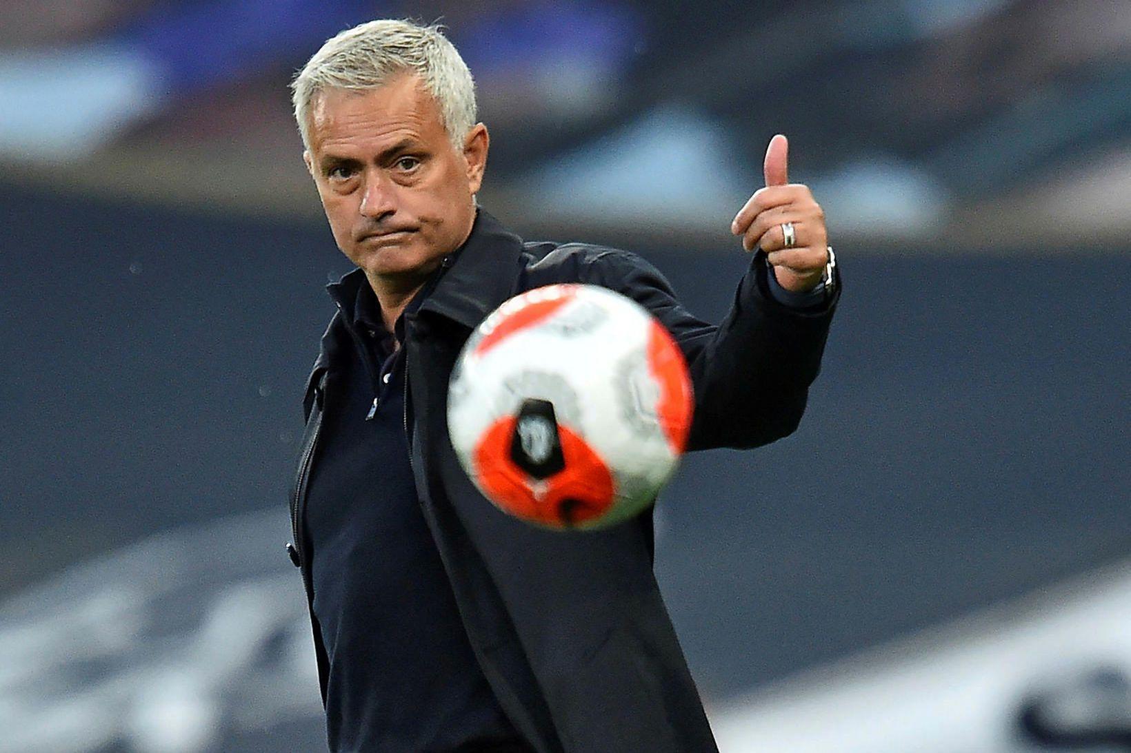 José Mourinho hrósaði Liverpool í hástert á blaðamannafundi í gær.