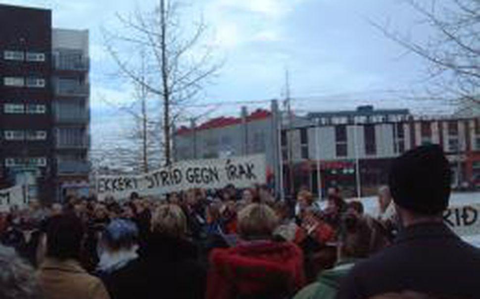 Frá fundinum á Ráðhústorginu á Akureyri í dag.