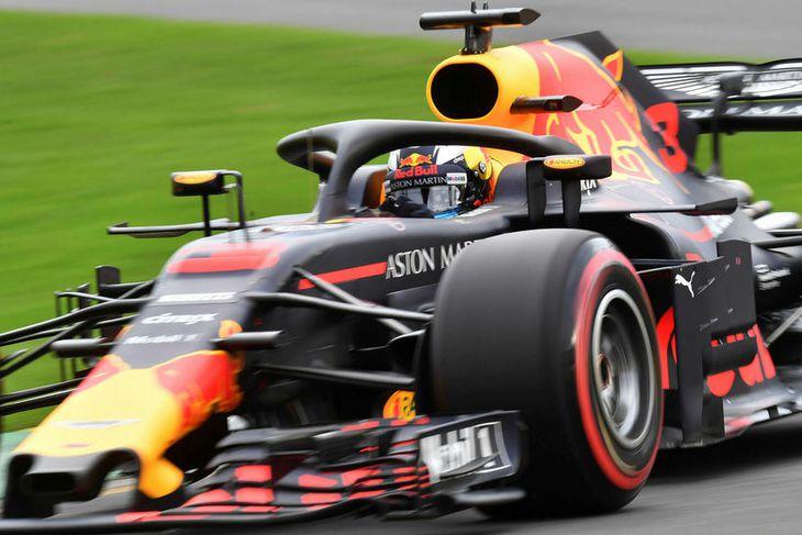 Heimamaðurinn Daniel Ricciardo á Red Bull hlaut fyrsta akstursvíti ársins og hefur keppni í Melbourne ...