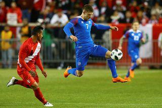 Jóhann Berg Guðmundsson átti fínan leik gegn Perú í nótt.