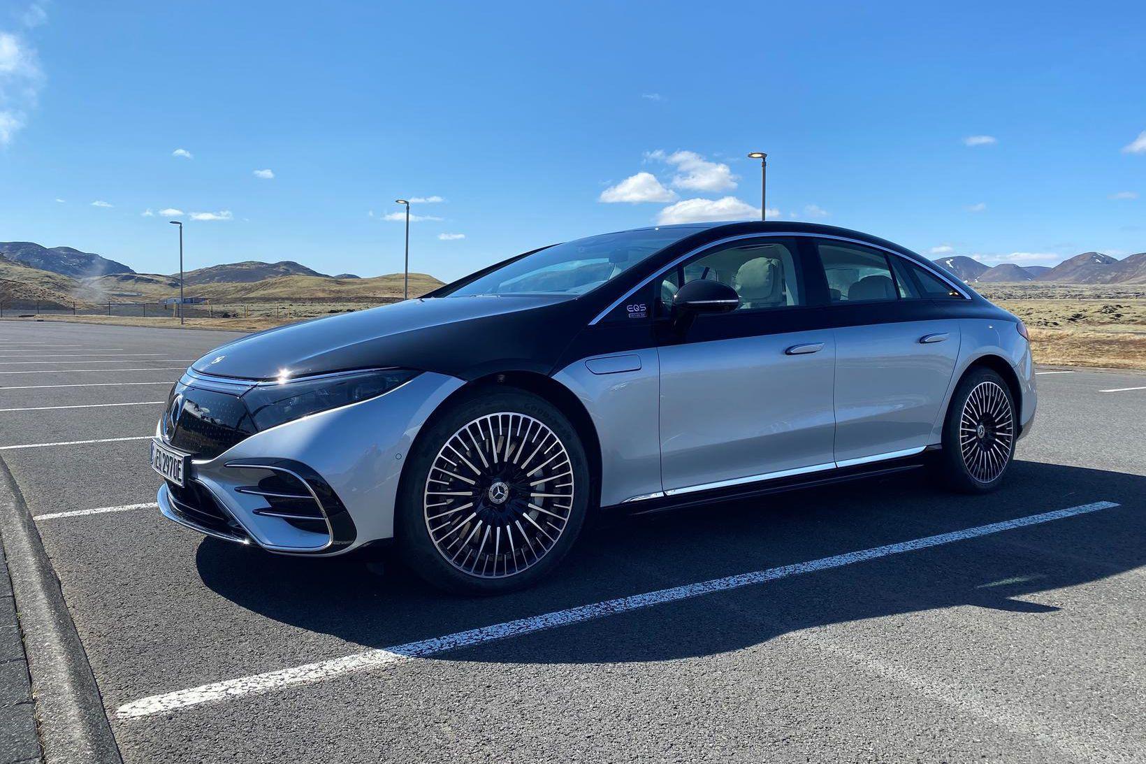 Rafbíllinn Mercedes-Benz EQS.- í Reykjavík í dag.