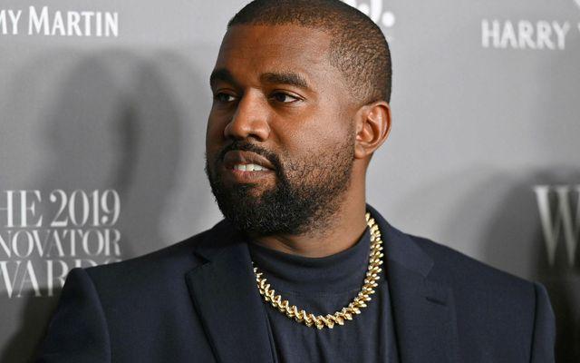 Kanye West er uppátækjasamur ef marka má nýlegt myndband af honum á Twitter.