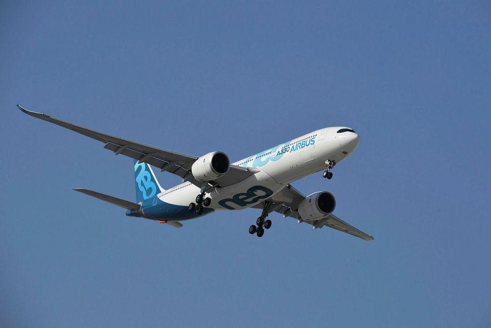 150.000 farþegar fljúga daglega með Emirates og kolefnisfótspor flugfélagsins er ...