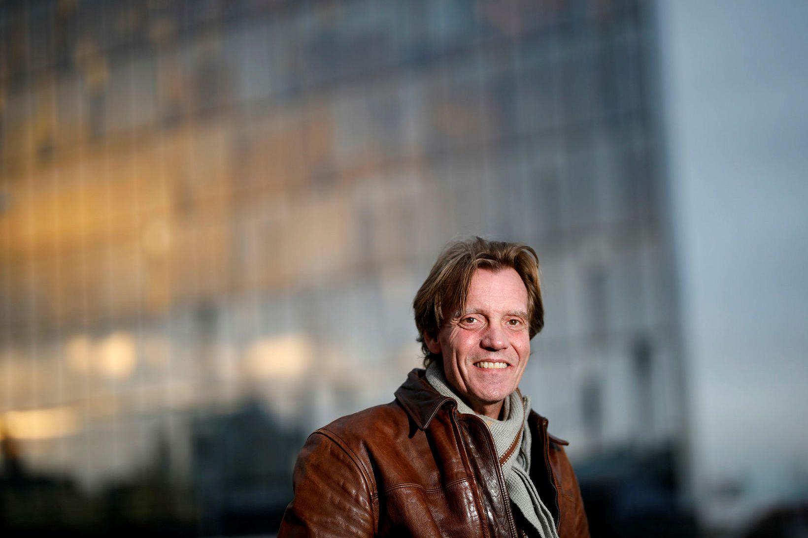 Eggert Gunnarsson hefur skrifað sína fyrstu skáldsögu.