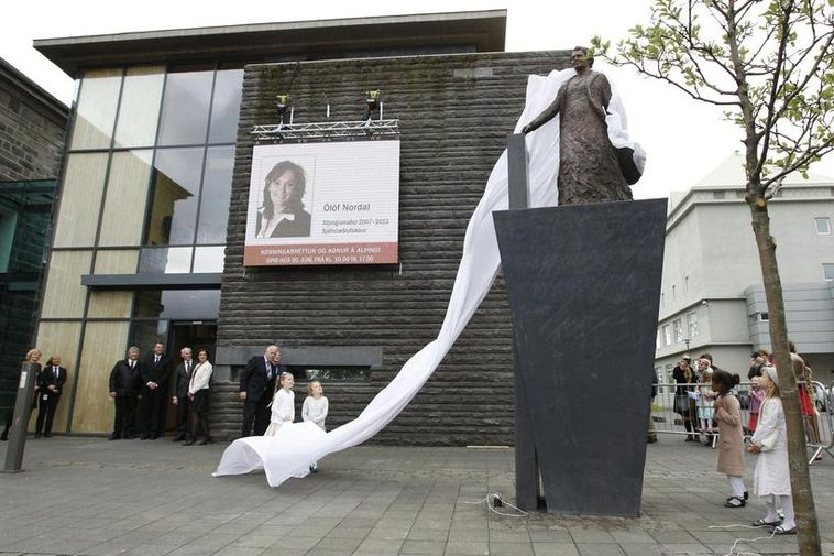 Unveiling of the new statue.