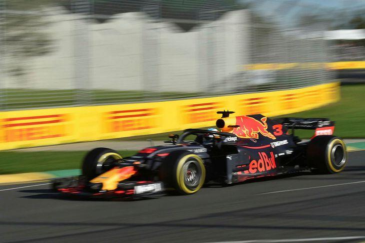 Daniel Ricciardo á ferð í kappakstrinum í Melbourne.