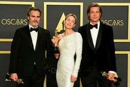 Þau Joaquin Phoenix, Renée Zellweger og Brad Pitt fóru heim með gullstyttu og gjafapoka.